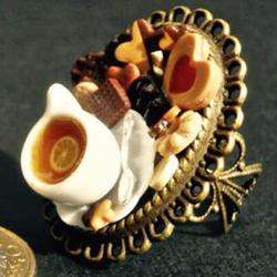 anello con miniatura colazione in fimo